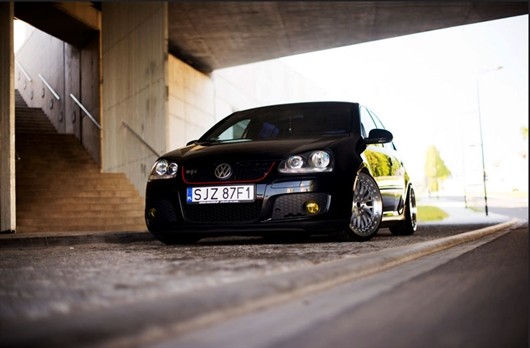 Volkswagen Golf con llantas Japan Racing jr10